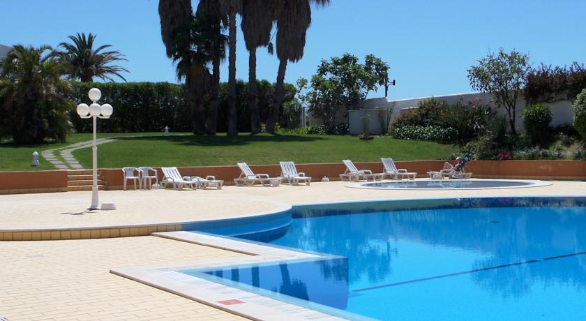 Transfers from Faro Airport to Hotel Luar