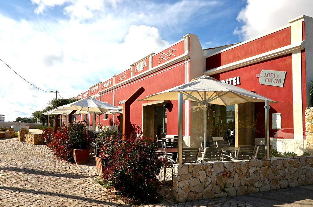 Transfers from Faro Airport to Lost & Found Hostel