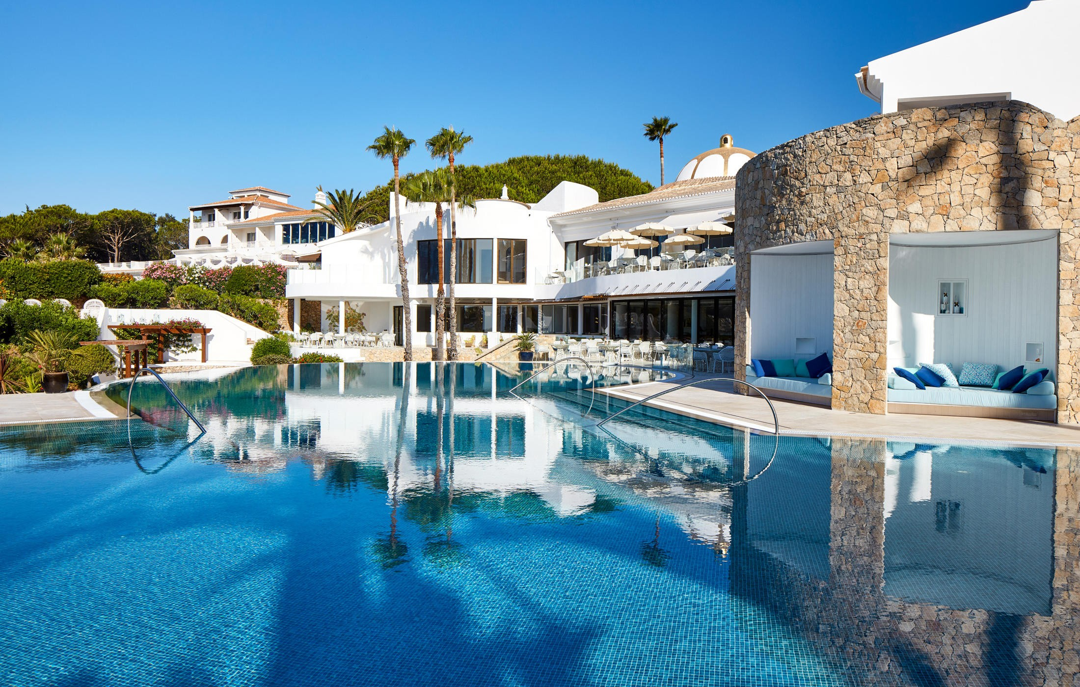 Transfers from Faro Airport to Vila Vita Parc Resort & Spa