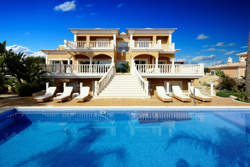 Transfers from Faro Airport to Villas Horta