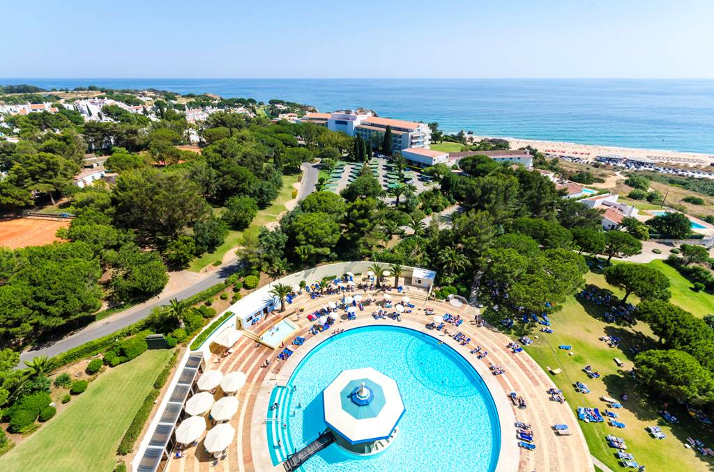 Transfers from Faro Airport to Pestana Delfim Beach & Golf Hotel