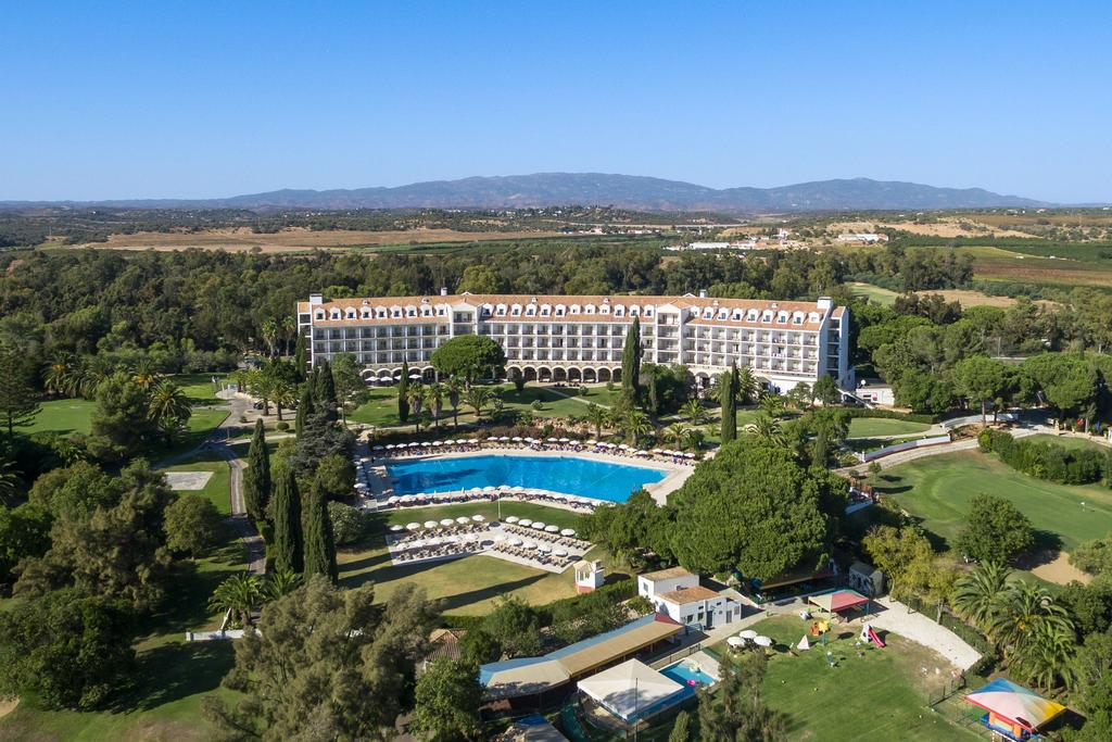 Transfers from Faro Airport to Penina Hotel & Golf Resort