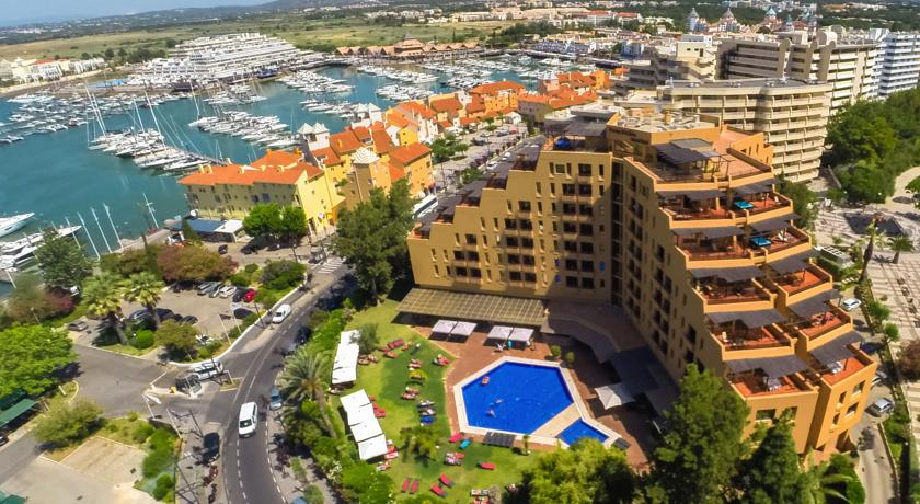 Transfers from Faro Airport to Dom Pedro Marina